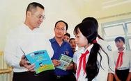 Chủ tịch tỉnh viết 'tâm thư' nhắn học sinh ráng đọc sách, học ngoại ngữ