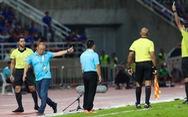 Video tình huống HLV Park Hang Seo bị thẻ vàng vì bảo vệ học trò