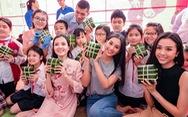 Hoa hậu Tiểu Vy lần đầu gói bánh chưng tặng trẻ em vùng cao