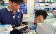 'Con đọc sách cho cha nghe đi'