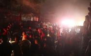 Cháy cửa hàng tạp hóa trong đêm, quốc lộ 1 ùn tắc gần 2 giờ