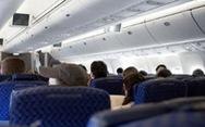 'Ngày nào con bé cũng nhìn máy bay ngang qua bầu trời...'