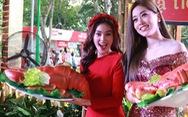 Du khách mê mẩn với những trò chơi truyền thống ở Lễ hội Tết Việt