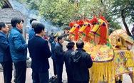 Đi lễ đền ông Hoàng Mười, đền chợ Củi đầu năm: Dân đốt tiền triệu vàng mã