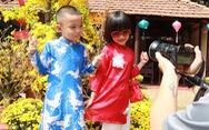 Người Việt nhìn chung thích mặc màu vàng hoặc đỏ trong 3 ngày Tết