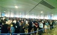 Xếp hàng soi chiếu an ninh quá đông và cận giờ bay, hành khách cần làm gì?