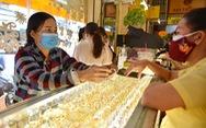 Giá vàng thế giới giằng co, trong nước lên 56,5 triệu/lượng