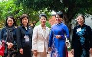 Phu nhân 2 thủ tướng Việt - Nhật thăm Văn Miếu trong tiết thu Hà Nội