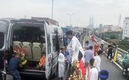 Kẹt cứng đường vào cảng Cát Lái, xe đưa dâu 'chôn chân' trên cầu Phú Mỹ