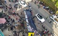 Xe tải chở bia 'không người lái' tuột dốc tông nát hàng loạt xe máy