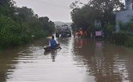 Phú Yên lũ rút chậm, hàng ngàn nhà dân vẫn còn tình cảnh cô lập