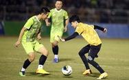 Đội của Quang Hải thua ca sĩ Jack ở trận bóng đá ủng hộ đồng bào miền Trung