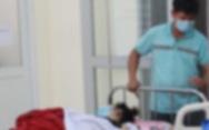 Cô giáo chụp ảnh nữ sinh đang tắm khiến hai em nhập viện?