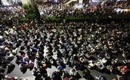 Hàng ngàn người Thái biểu tình ôn hòa trước 'biểu tượng' của hoàng gia