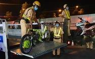 Diễn tập vây bắt 'quái xế' đua xe trái phép trên đường Phạm Văn Đồng