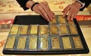 Giảm chậm, vàng trong nước cao hơn thế giới 140.000 đồng/lượng