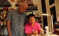 Những ông Tây làm 'chuyện lạ' ở Việt Nam - Kỳ 8: Đến Hội An làm nail, xây trường cho trẻ nghèo