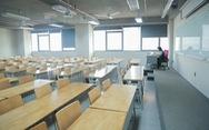 Sinh viên nghỉ tránh dịch, một mình giảng viên 'cân' cả giảng đường mênh mông