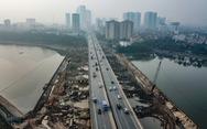 Cận cảnh ngăn đôi hồ Linh Đàm để xây cầu ở Hà Nội