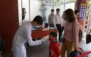 Kiểm tra thân nhiệt hành khách tại ga Sài Gòn chống dịch do virus corona