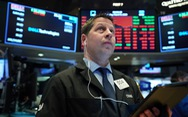 Chứng khoán tương lai Mỹ vẫn giảm, bất chấp FED hạ lãi suất gần bằng 0