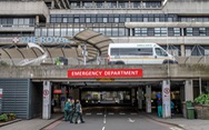 Bác sĩ Anh 'thấy sợ' nguy cơ quá tải, thiếu thiết bị đối phó dịch COVID-19