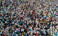 Hàng chục ngàn tín đồ Hồi giáo Bangladesh tụ tập cầu... qua kiếp nạn COVID-19
