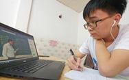 Học sinh Hà Nội, TP.HCM học bù ra sao?