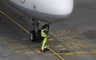 COVID-19: Máy bay 'sụp đổ' khiến xăng... hết chỗ chứa