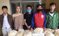 Một quán bar tại Hà Nội vẫn lén lút hoạt động bất chấp lệnh cấm để phòng dịch