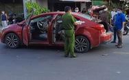 Người đàn ông chạy xe hơi ở quận 12 bị chém đứt bàn tay trái