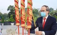 Lãnh đạo TP.HCM dâng hương tưởng niệm các anh hùng liệt sĩ