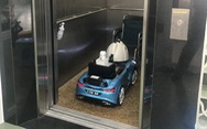 Biến xe đồ chơi thành xe phun khử trùng điều khiển từ xa trong khu cách ly