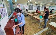 Học sinh tiểu học trở lại trường: Vẫn giãn cách dù không bắt buộc
