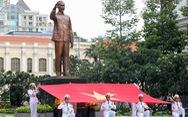 Lãnh đạo TP.HCM chào cờ kỷ niệm 130 năm ngày sinh Bác Hồ