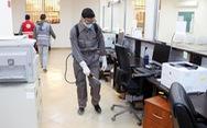 WHO khuyến cáo dùng giẻ lau bề mặt thay vì phun khử trùng để ngừa COVID-19