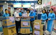 Tuổi Trẻ trao hàng ngàn vật phẩm, thiết bị y tế cho tuyến đầu chống dịch ở sân bay