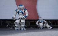 Robot thông minh, thầy đồ cùng dự Ngày hội tư vấn tuyển sinh 2020