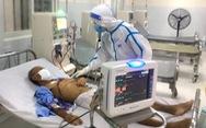 Chống dịch, hậu cần bệnh viện đi... bốc vác, hứng cả ủng mồ hôi mỗi ngày