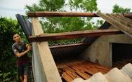 Nhà cửa tan hoang nơi tâm bão số 5 đi qua