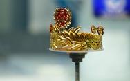 Vòng nguyệt quế Olympia sơn son thếp vàng bốn số 9 có một không hai