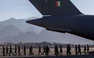 Lính Ấn bám trụ ở biên giới với Trung Quốc được dân làng tiếp tế