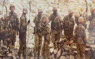 Lính Trung Quốc vác giáo mác đi tuần ở biên giới Ấn Độ