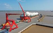 Cảng quốc tế Long An nhận chuyển giao vật tư cho các dự án điện gió