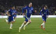 Ba lần được khung gỗ cứu thua, Chelsea may mắn trở lại đầu bảng
