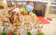 Sóng ngầm từ giá vàng trong nước cách biệt thế giới gần 10 triệu đồng/lượng