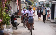 Sáng nay 20-10, học sinh xã đảo Thạnh An nô nức đến trường