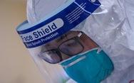 Theo chân nữ điều dưỡng chăm bệnh nhân COVID-19 ở Bệnh viện dã chiến số 2 Hải Dương