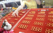 Lực mua yếu, giá vàng nhẫn 9999 dần về sát giá vàng thế giới