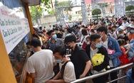 Đông nghịt người xếp hàng chờ mua vé vào Thảo cầm viên Sài Gòn